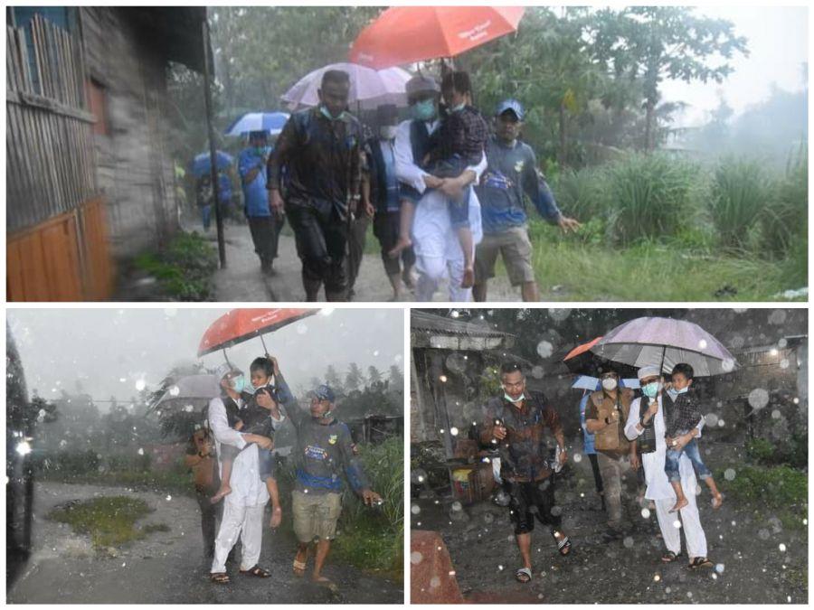 Ditengah Guyuran Hujan, Wako Hendri Septa Jemput Keluarga Semata Terakhir