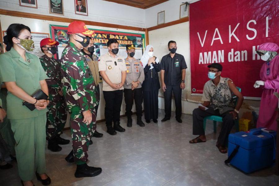 Diikuti Ribuan Warga, Danrem 032 Wirabraja Sangat Terkesan Pelaksanaan Serbuan Vaksin di Dharmasraya