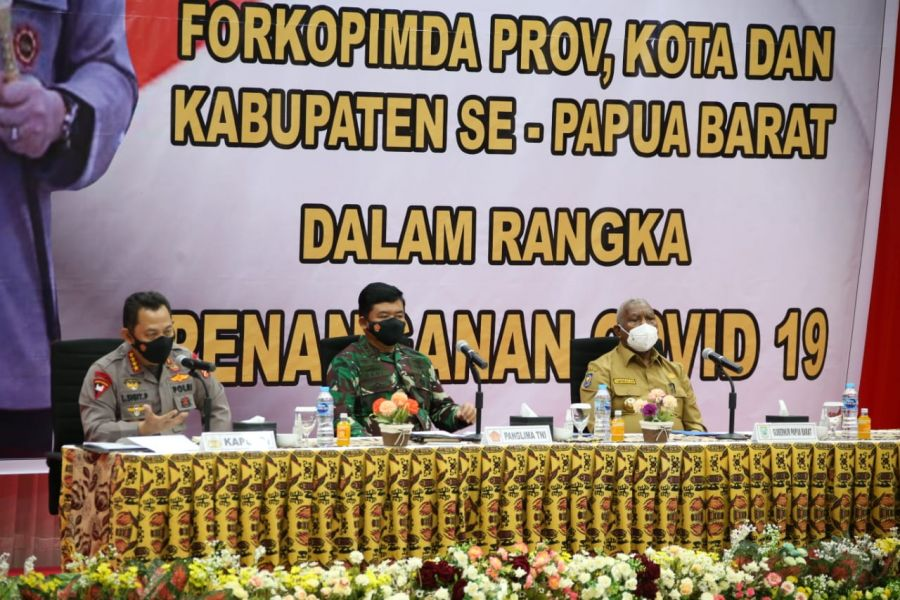 Kapolri Minta Terapkan Pendekatan Adat Istiadat Ajak Warga Papua Barat Isolasi di Isoter