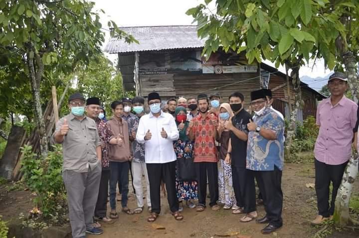 Lewat Program SEMATA, Wali Kota Padang Hendri Septa Bantu Bedah Rumah Warga Tak Layak Huni