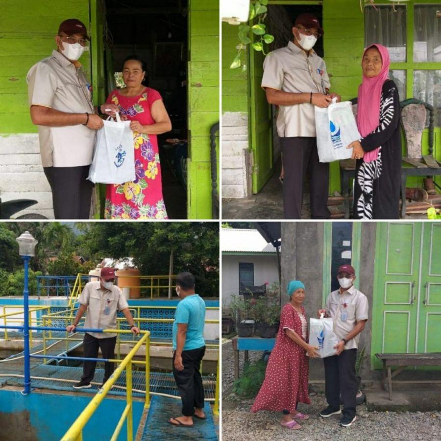 Mencari Berkah di Bulan Puasa, Dirut Perumda AM Padang Bagikan Paket Sembako ke Masyarakat Sekitar