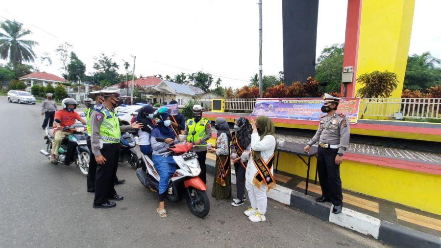 Operasi Keselamatan Singgalang, Satlantas Polres Sijunjung Berbagi Takjil