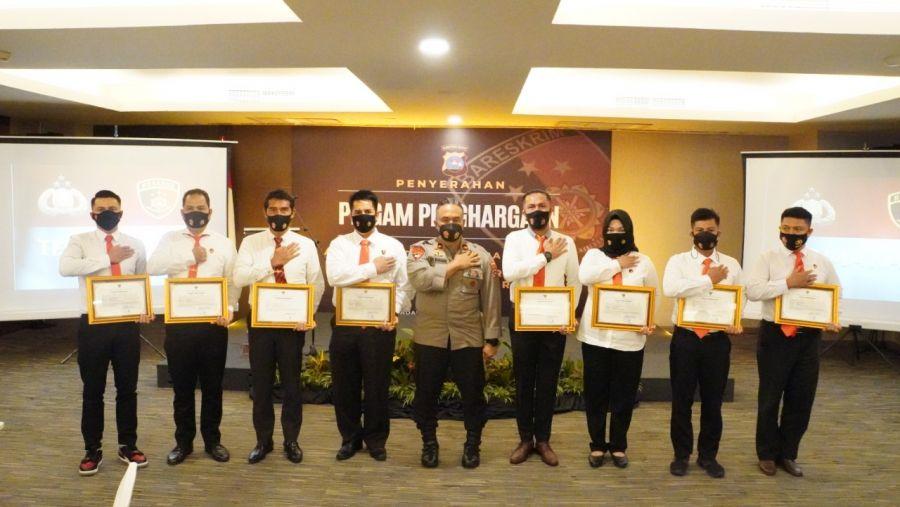 Personel Ditreskrimum Polda Sumbar Terima Penghargaan dari Berbagai Instansi