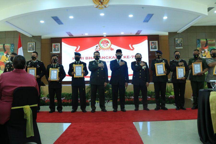 Syukuran HUT Bhayangkara: Personel, Masyarakat dan Mitra Polri Terima Penghargaan Kapolda Sumbar