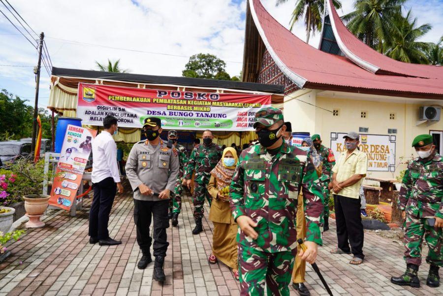 Upaya Bersama Tanggulangi Covid-19, Danrem 032/Wbr Tinjau PPKM di Kota Pariaman