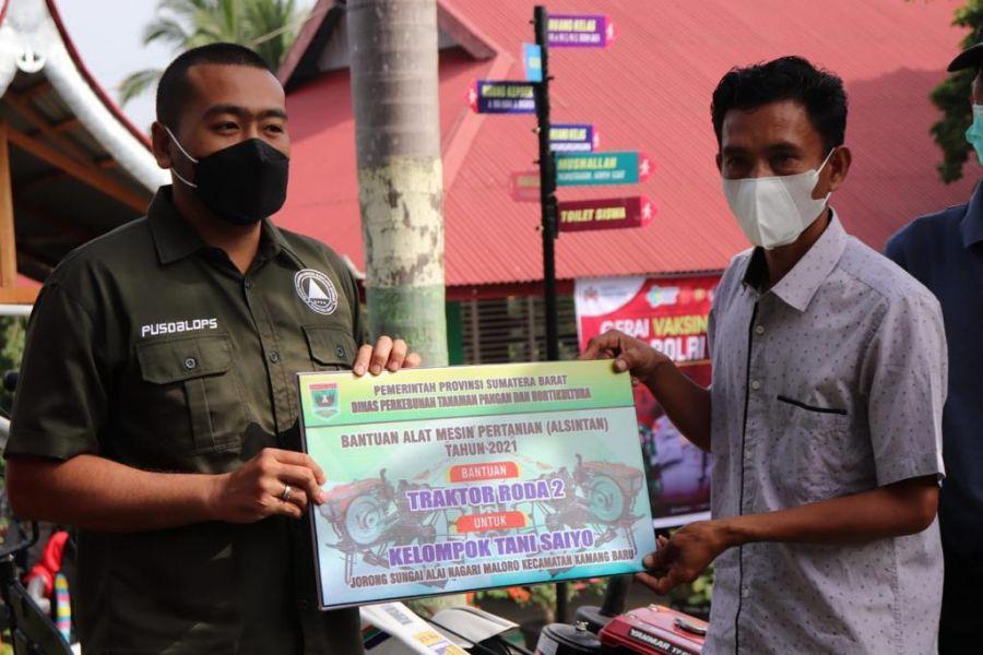 Wagub Audy Serahkan Bantuan Alsintan Untuk Kelompok Tani Saiyo