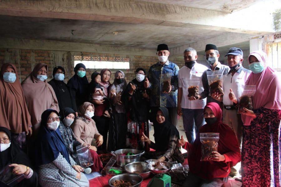 Warga Agam Kirimkan 500 Kg Rendang Untuk Perantau Terkena PPKM di Jabodetabek
