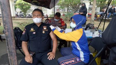 Vaksin Halal dan Aman, Senkom Kota Padang Datangi Gerai Vaksin Polda Sumbar