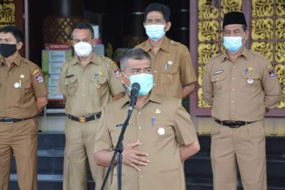 Apel Pagi Jelang Ramadhan, Sekda Amasrul:  ASN Pemko Padang Harus Jadi Contoh Terapkan Prokes