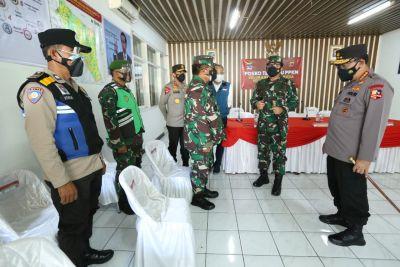 Blusukan ke Bandung, Kapolri dan Panglima TNI Mapping Kebutuhan Masyarakat Dampak PPKM Darurat