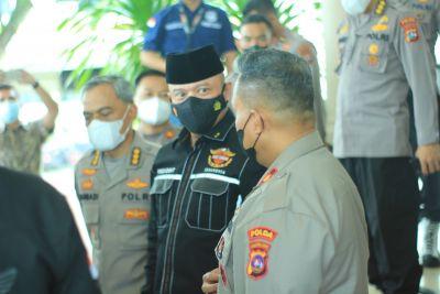 Di Bandara Internasional Minangkabau, Wakapolda dan Pejabat Polda sambut Kapolda Sumbar yang Baru