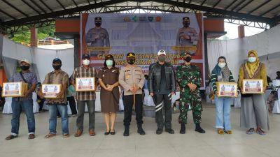Di Pessel, Kapolda Sumbar Irjen Pol Teddy Minahasa Salurkan Bantuan untuk Masyarakat