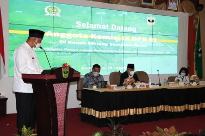 Gubernur Mahyeldi Berharap Dukungan Komisi IX DPR RI Dalam Penanganan Covid-19 Sumbar
