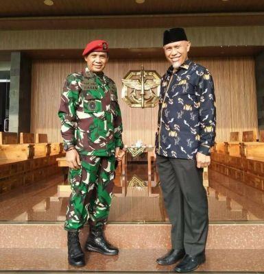 Gubernur Mahyeldi Bersilaturahmi dengan Danjen Kopassus, Sampaikan Undangan Ke Sumbar
