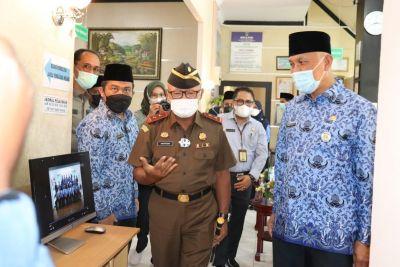 Gubernur Sumbar Resmikan Ruang Layanan Konsultasi Hukum di DPMPTSP
