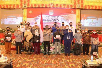 Kapolda Sumbar Salurkan Bantuan Alumni Akpol 1997 Wira Pratama
