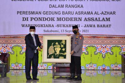 Kapolri Resmikan Gedung Baru Ponpes Assalam Sekaligus Tinjau Vaksinasi se-Jawa Barat