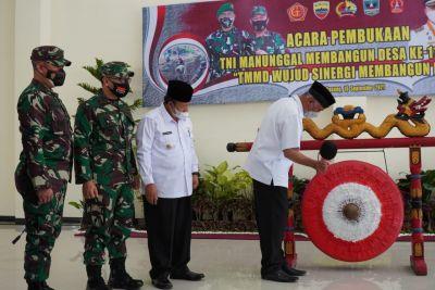 Kasrem 032/Wbr Dampingi Gubernur Sumbar Buka TMMD Ke-112 di Kabupaten Agam