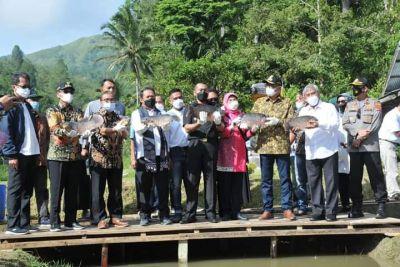 Menteri KKP RI Didampingi Wagub Sumbar Kunjungi Kampung Gurami Bima Anakocia Nagari Suliki