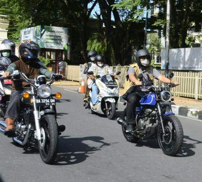 Monitoring Pelaksanaan Manunggal BBGRM, Wako Hendri Septa Tunggangi Sepeda Motor