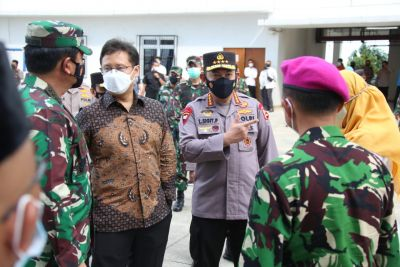 Panglima TNI, Kapolri dan Menkes Tinjau Rusun Nagrak dan Beberapa Posko PPKM Mikro di Jakarta