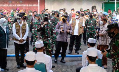 Panglima TNI dan Kapolri Dengarkan Keluhan Warga Bangkalan