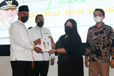 Peluncuran Buku 100 Hari Kerja Kepemimpinan Gubernur dan Wagub Sumbar Mahyeldi - Audy Joinaldy