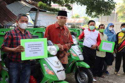 Pemprov Sumbar Beri Bantuan Mesin Tempel dan Motor Roda 3 untuk Nelayan
