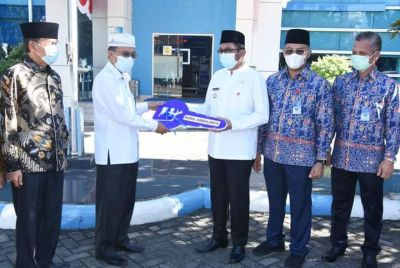 Perumda Air Minum Serahkan 1 Unit Ambulance, Wako Hendri Septa: Ini Patut Kita Apresiasi!