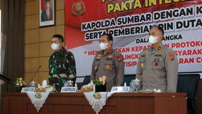 Polda Sumbar dan Komunitas di Padang Tandatangani Pakta Integritas Pemakaian Masker
