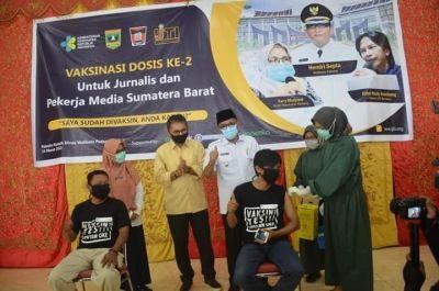 Sukseskan Program Vaksinasi Covid-19, Plt Wako Hendri Septa Apresiasi Para Jurnalis di Kota Padang