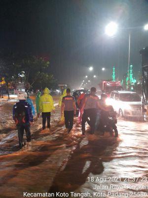 Tanggap Bencana Banjir, Polda Sumbar Siagakan Satu Pleton Personelnya
