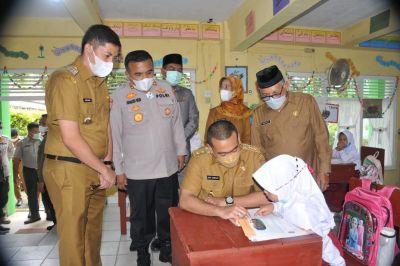 Wagub Audy Tinjau Pelaksanaan Sekolah Tatap Muka di Sawahlunto
