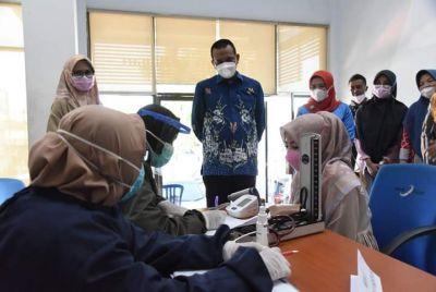 Wako Genius Umar Tinjau Pelaksanaan Vaksinasi Covid-19 di Pariaman