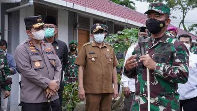 Wako Hendri Septa bersama Pangdam I/BB Tinjau Isolasi Terpadu Perumahan Nelayan Covid-19