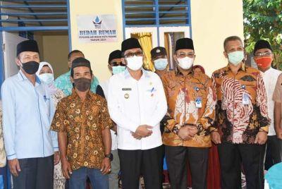 Wako Hendri Septa Resmikan Bedah Rumah Warga Tak Layak Huni Bantuan Perumda AM di Kampung Koto