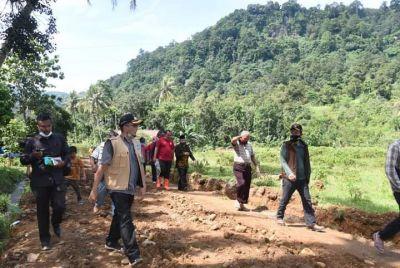 Wako Hendri Septa Tinjau Manunggal BBGRM Kuranji Pembangunan Jalan Kelok-Pasa Lalang