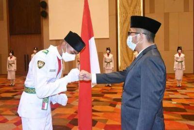 Wali Kota Hendri Septa Kukuhkan 54 Paskibraka Kota Padang